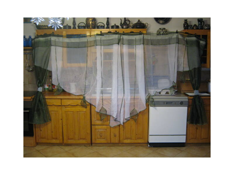 Különleges, egyedi függöny sötétzöld- fehér színben 740x150cm