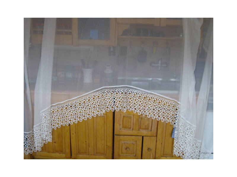 Egyszerűen elegáns, ekrü színű függöny 400x175cm panorámás szabású, csipkebetéttel